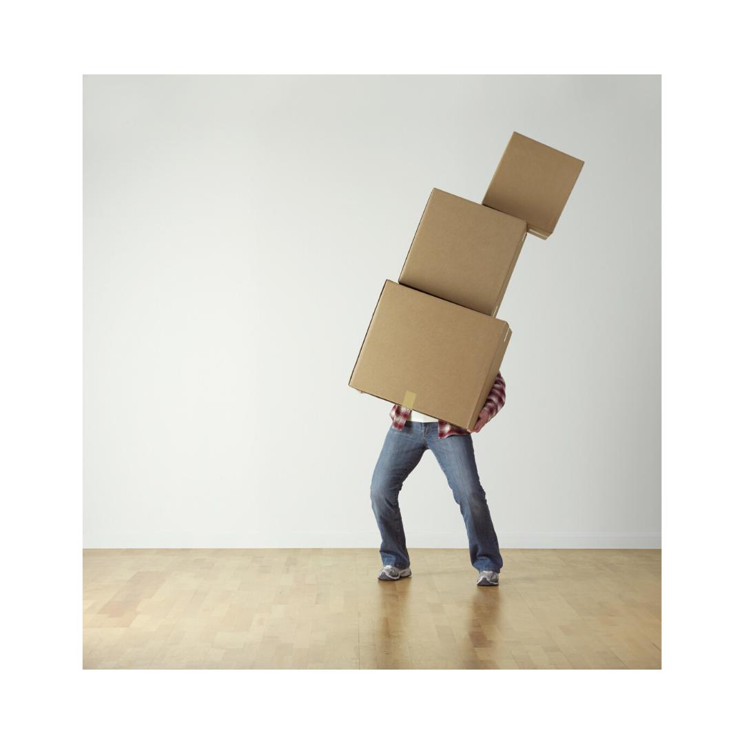 大量の荷物を運ぶ人